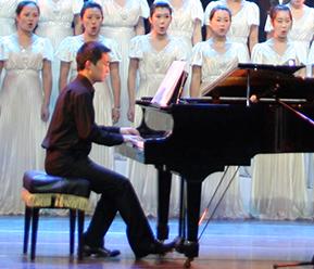山西艺术职业学院华晋舞剧团杨涛登上2015年央视春晚